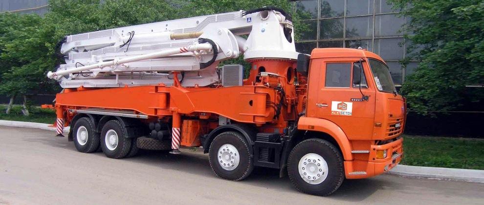 Мы предоставляем услуги по закачке передвижным бетононасосом стрелой 32 метра на базе автомобиля КАМАЗ
